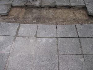Abgesenkte Gehwegplatten