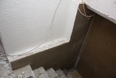 Kellerwand verputzen