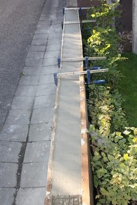 Gartenmauer: Schalung und Beton